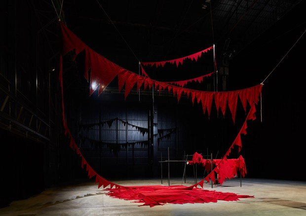 Sheela Gowda And That Is No Lie, 2015 It Stands Fallen, 2015-2016 Veduta dell'installazione, Pirelli HangarBicocca, Milano, 2019 Courtesy dell'artista e Pirelli HangarBicocca Foto: Agostino Osio © ANSA