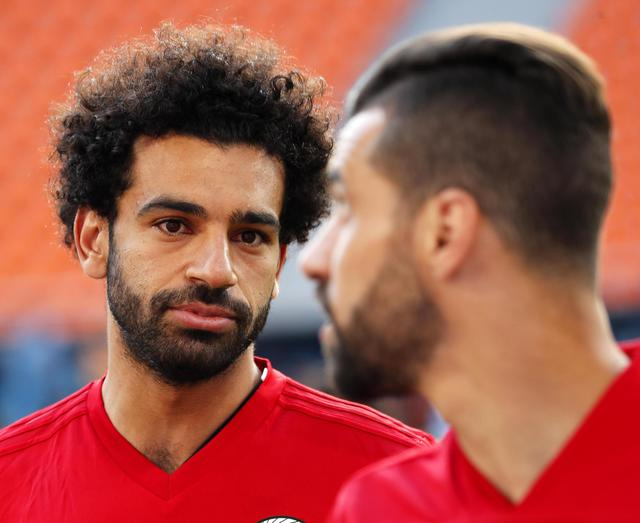 Egypt training - epa06806848 Egypt's Mohamed Salah (L) attends his team's training session in Ekaterinburg, Russia, 14 June 2018. Egypt will face Uruguay in the FIFA World Cup 2018 group A preliminary round soccer match on 15 June 2018. © ANSA